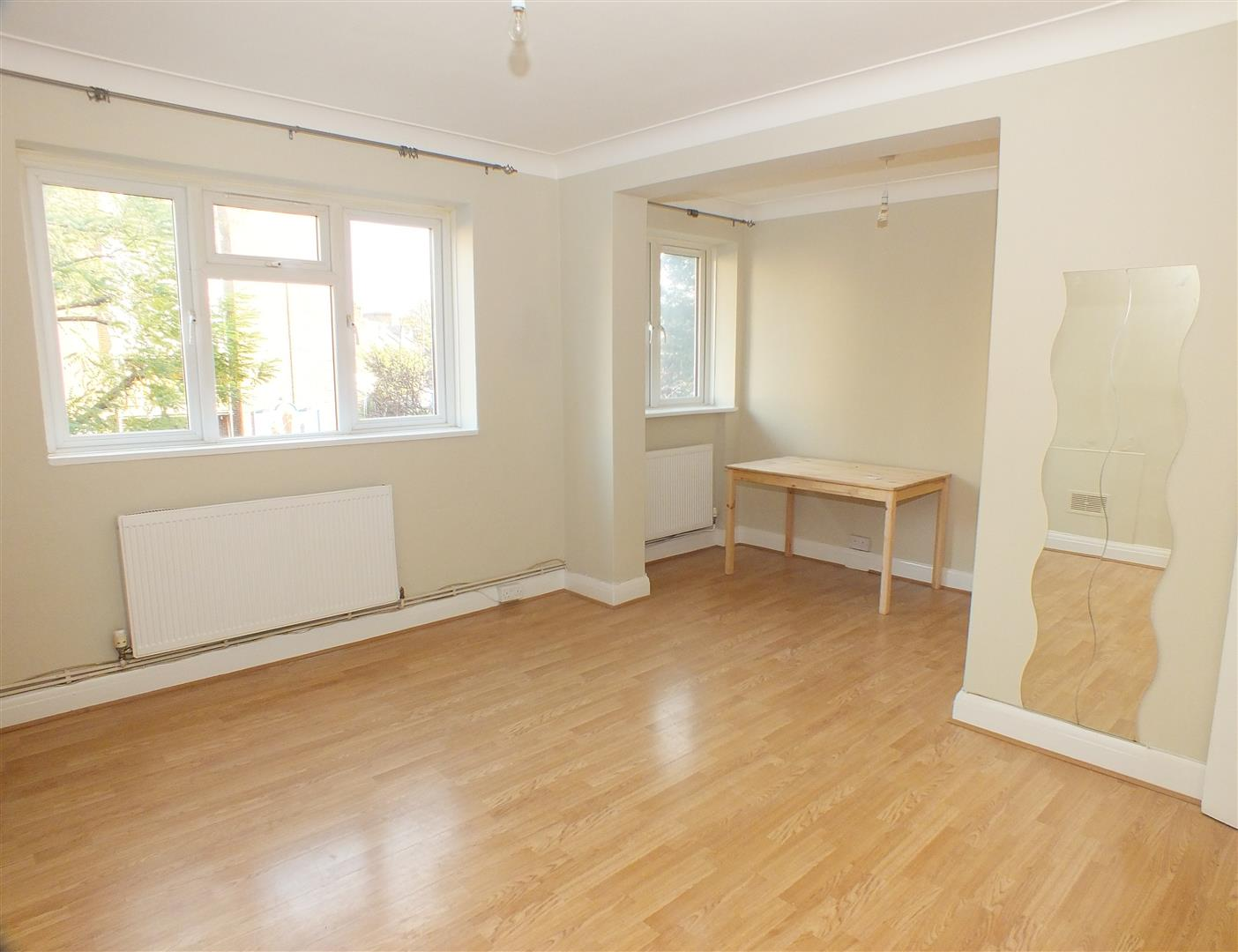 2 Bedrooms Flat for sale in The Elms, Nicoll Road, Harlesden, NW10 9AA
